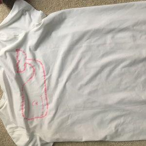 athletic vineyard vines shirt